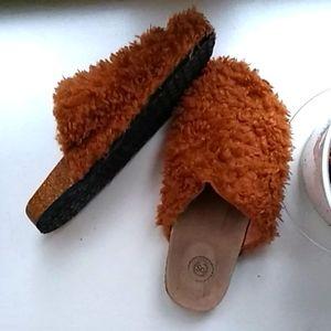 So Carmel Brown Fuzzy Cork Slippers